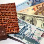 В какой валюте хранить деньги в 2017 году — инвестировать ли в доллар, евро или во что-то еще?